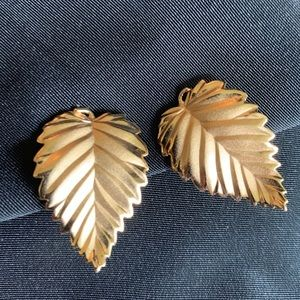 Vintage Gold Tone Leaf Clip On Earrings By Napier